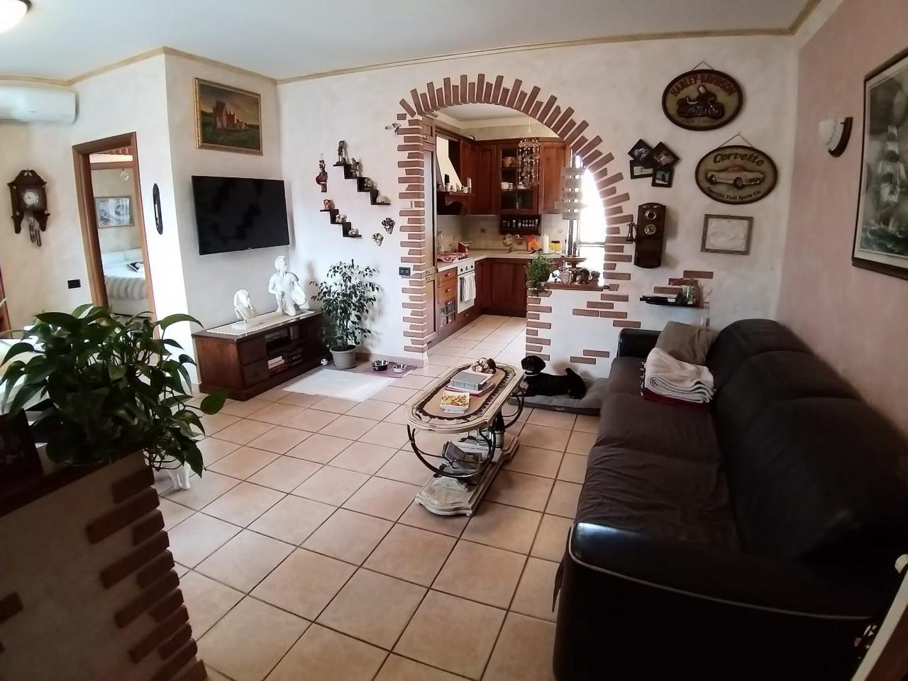 Appartamento in vendita a Castiglione Olona, 3 locali, prezzo € 147.000 | CambioCasa.it