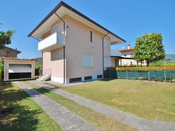 Riferimento WA 15386 - Villa Bifamiliare in Vendita a Marina Di Pietrasanta