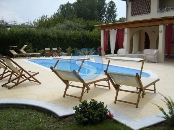 Riferimento SAR283V - Villa in Affitto a Forte Dei Marmi
