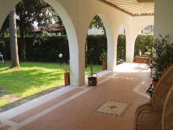 Riferimento SAR33-5 - villa in Affitto Estivo in Forte Dei Marmi