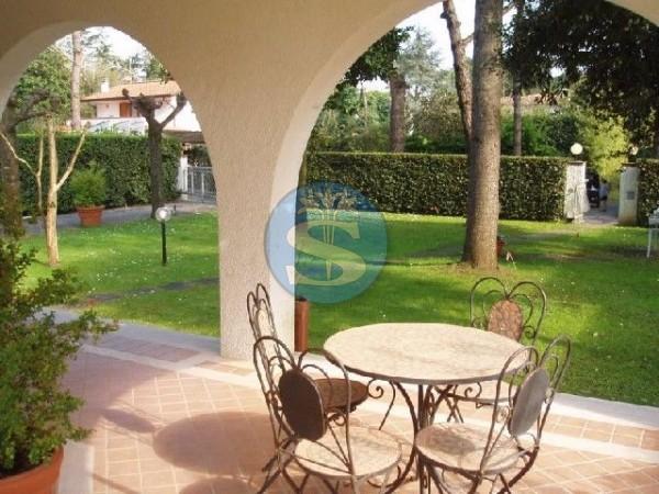 Reference SAR33-5 - Villa for Rentals in Forte dei Marmi