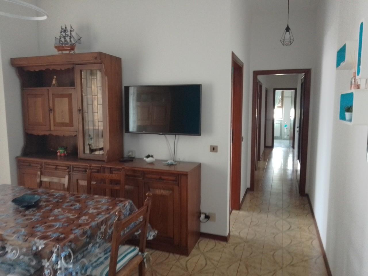Appartamento in affitto a Camaiore, 4 locali, prezzo € 1.400 | CambioCasa.it