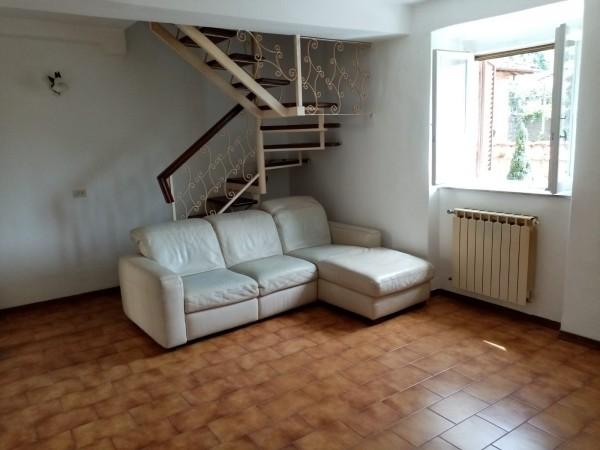 Porzione di Casa in vendita, Camaiore, Lombrici