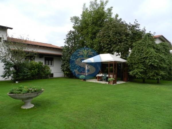 Riferimento SA189 - Villa in Rentals a Forte dei Marmi