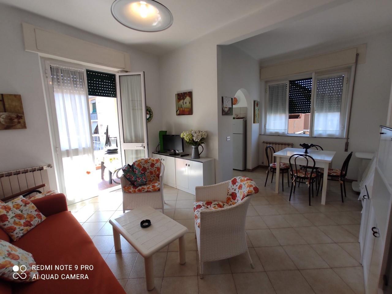 Appartamento in affitto a Camaiore, 3 locali, prezzo € 1.600 | CambioCasa.it