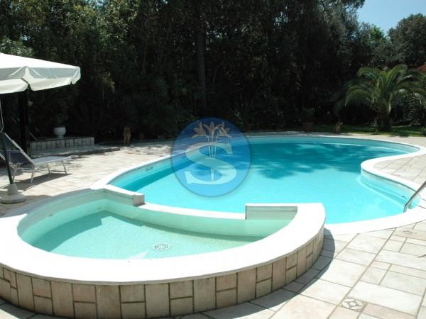 Riferimento SAG117 - Villa in Affitto a Forte dei Marmi