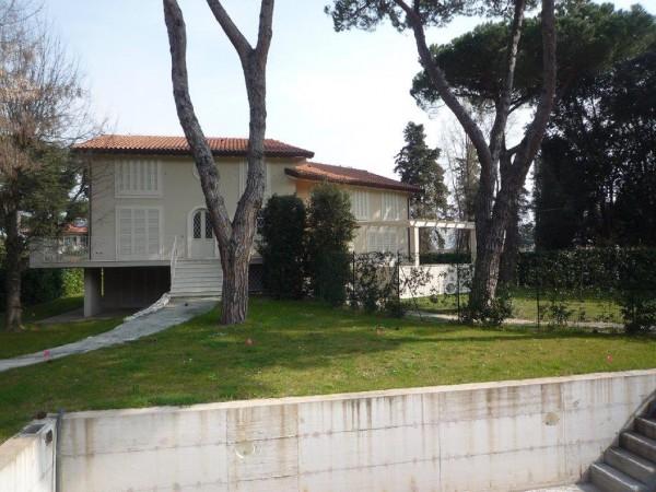 Riferimento SV54 - two-family villa in Compravendita in Pietrasanta - Marina Di Pietrasanta
