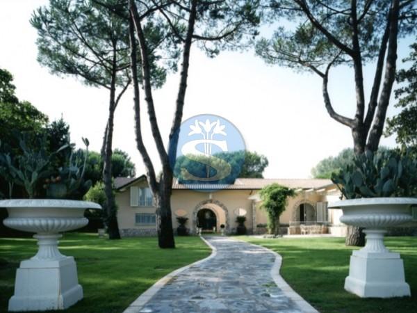 Reference SAG121 - Villa for Rentals in Forte dei Marmi