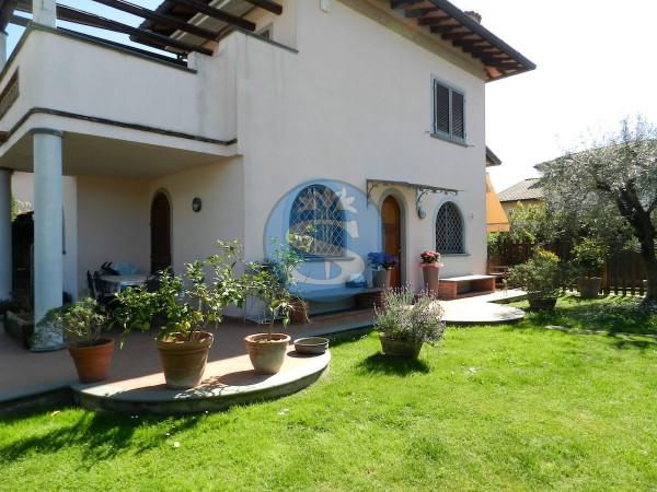 Riferimento SA237 - Villa in Affitto a Marina Di Pietrasanta
