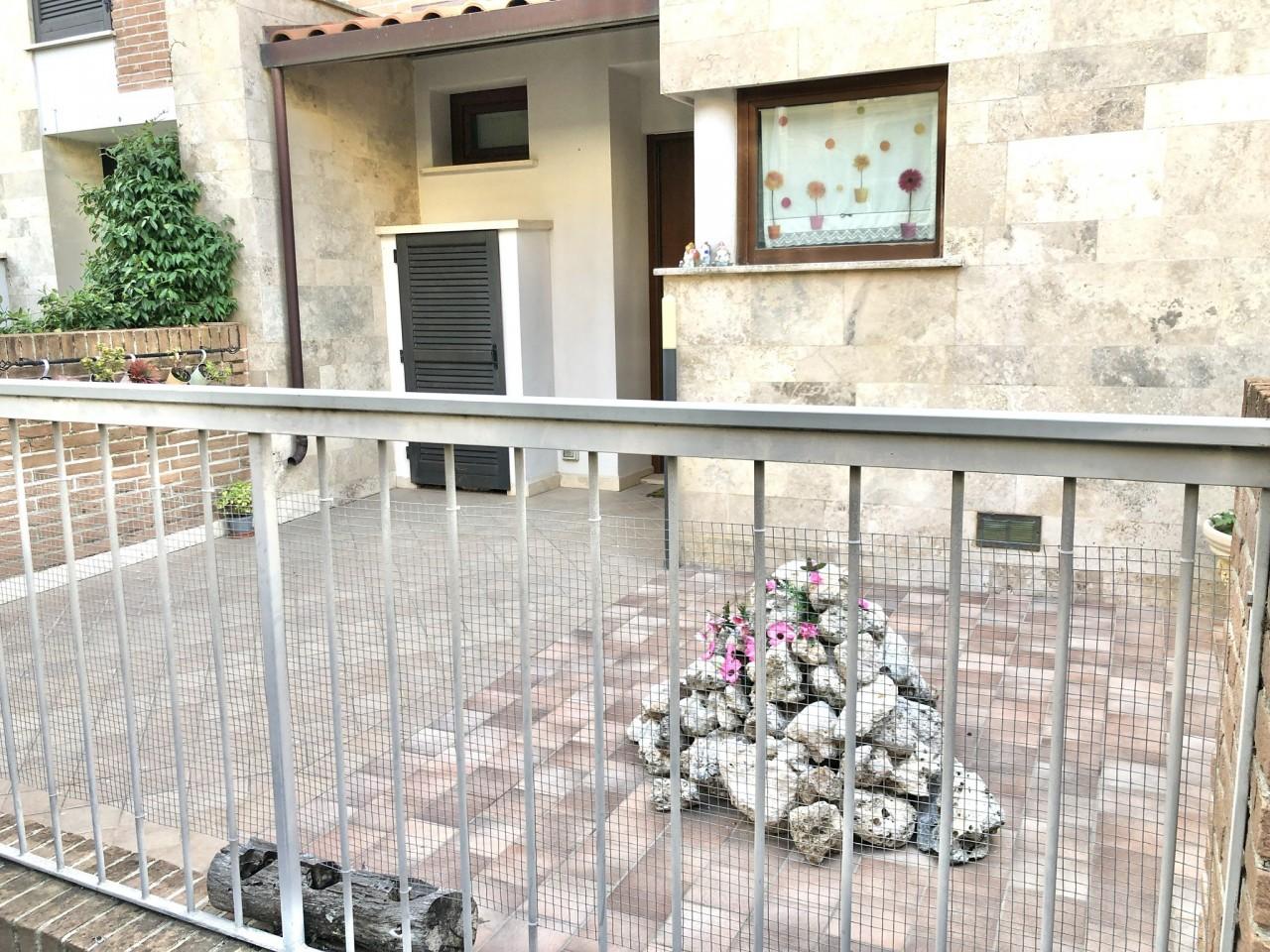 Palazzo / Stabile in affitto a Monteriggioni, 5 locali, prezzo € 850 | CambioCasa.it