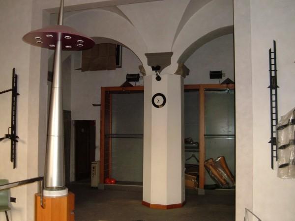 Riferimento 2346 - Negozio in Affitto a Pistoia
