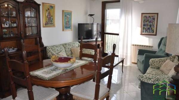 Montignoso Appartamento trilocale rif 585 Agenzia immobiliare Chioni