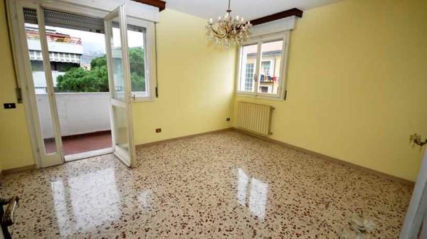 Massa appartamento di grande metratura Rif 637 Agenzia Immobiliare Chioni